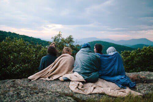 Vänner campar