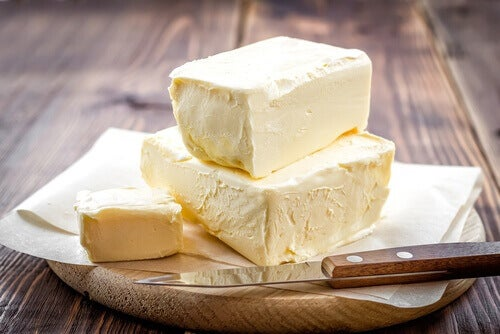 Du kan sänka kolesterolet genom att ersätta margarin