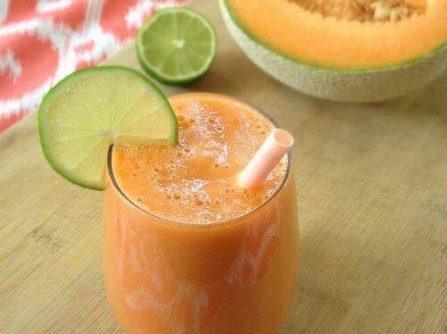 smoothie med morot och melon