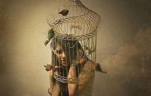 Kvinna i bur