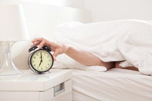 väckarklocka stängs av på morgonen