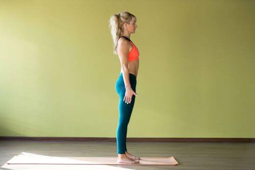 En bra hållning hjälper dig hålla buken fastare