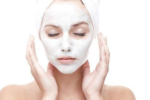 Bli av med rynkor naturligt med en hemgjord ansiktsmask