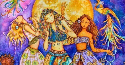 kvinnor dansar under månen