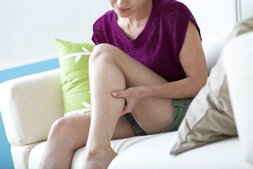 6 huskurer som motverkar benkramp på natten