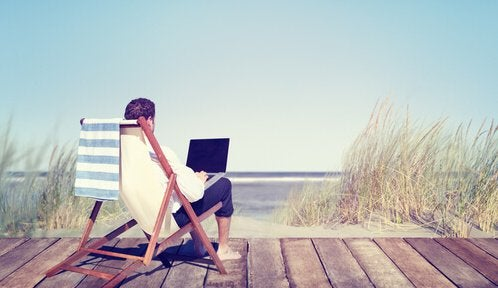 Jobbar vid stranden