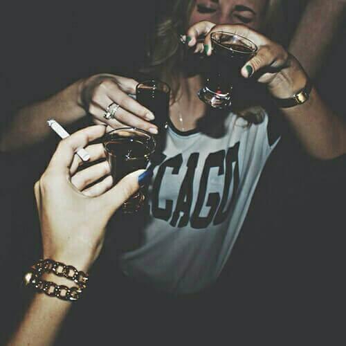 personer som dricker alkohol och röker