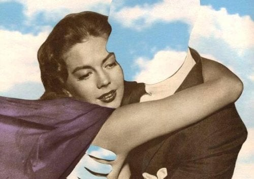 Kvinna kramar osynlig man
