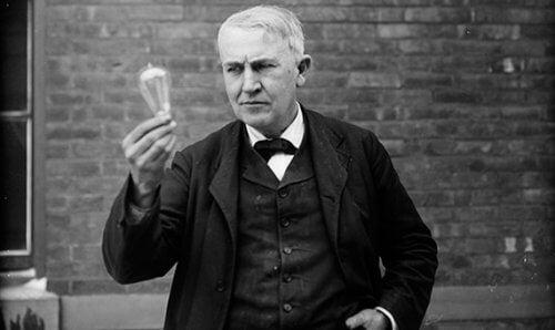 Edison gjorde många misslyckanden på vägen till att uppfinna glödlampan