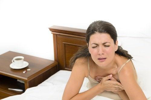 kvinna med andningsbesvär