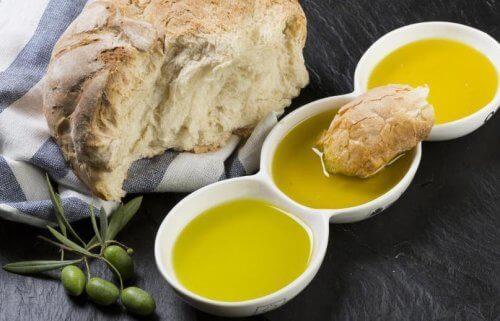 Olivolja och bröd