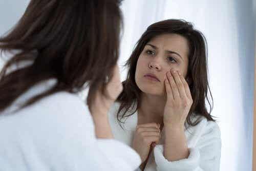 7 möjliga orsaker till ögonryckningar