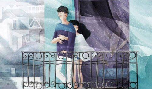 Par kramas på balkong