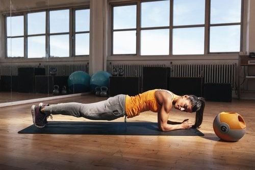 Förbättra hållningen med plankan