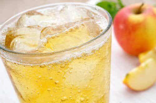 Är det dåligt att lägga is i din dryck?