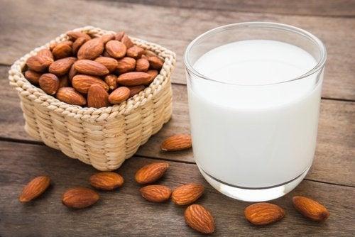 Mjölk på mandel