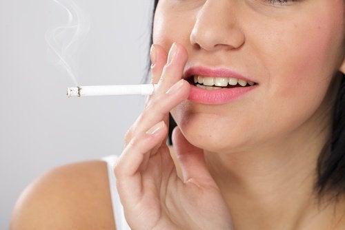 Rökning är farligt även för de som är friska