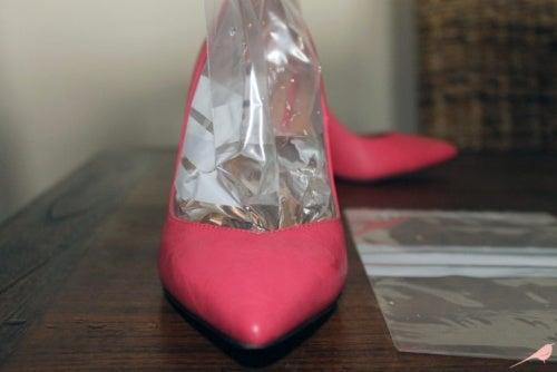 Lägg vattenpåsar i skorna