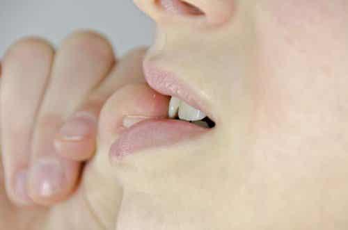 7 hemgjorda lösningar för att inte bita på naglarna
