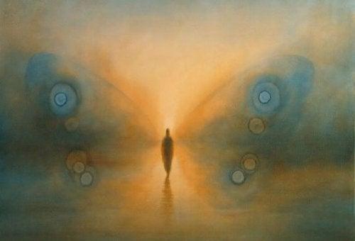 Ensam siluett med fjärilsvingar