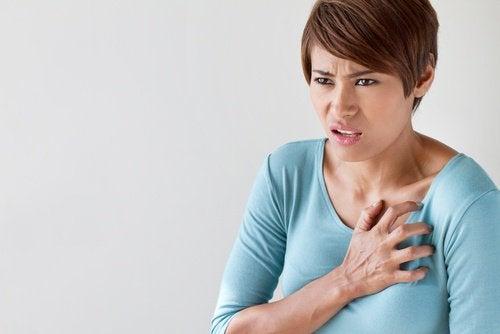 Kvinna med bröstsmärta