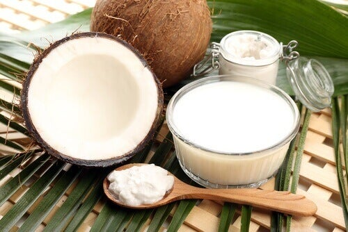 Med kokosmjölk och olivolja kan du få platt hår