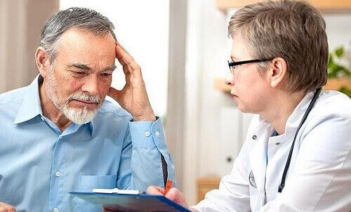 man på läkarundersökning