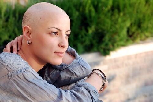 Kvinna som genomgått kemoterapi