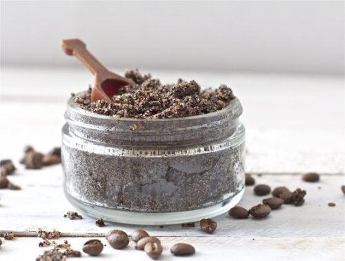 Gör en mask med kaffepulver