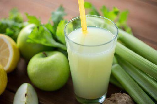 rensning med smoothie på äpple och selleri
