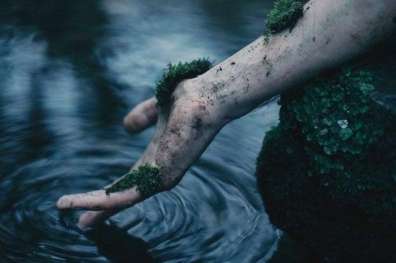 Hand i vatten