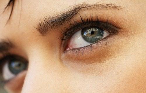trötta ögon svårt att fokusera