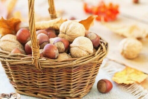 nötter i korg
