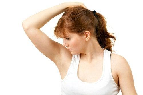 ont i armhålan och armen
