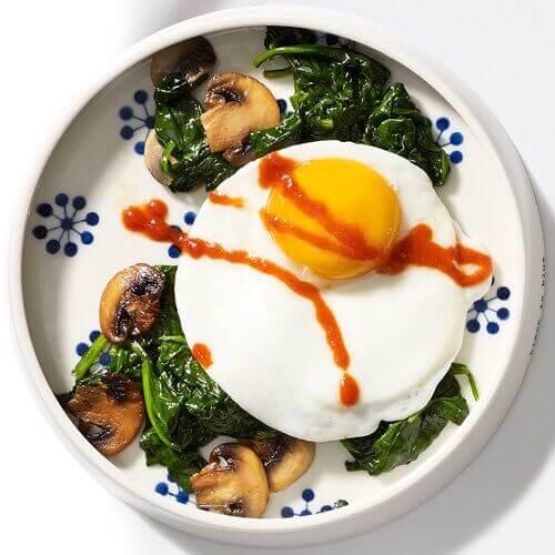 Stekt ägg med spenat