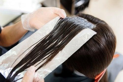 Skönhetstips med aluminiumfolie för håret