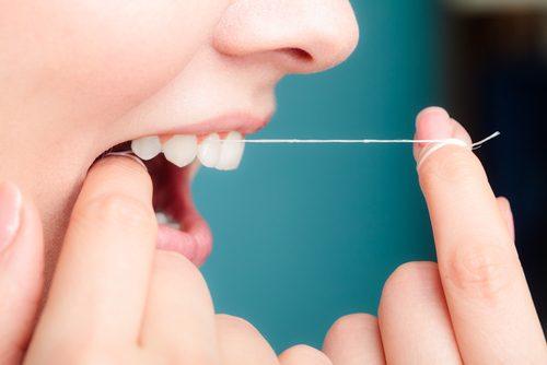 Ta hand om tänderna med tandtråd