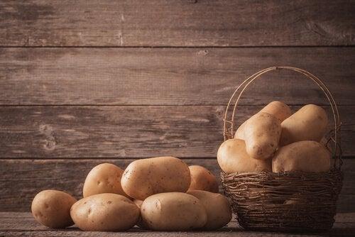 korg med potatis
