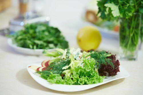 Kombinera ingredienserna i sallader