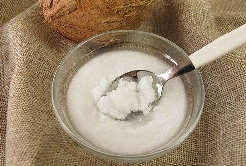 kokosolja i skål