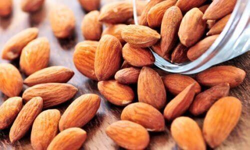 5 sätt att rensa huden med mandlar