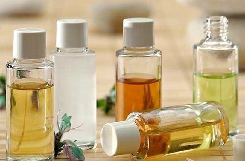 Tvätta ansiktet med naturliga oljor: Vilka du borde använda