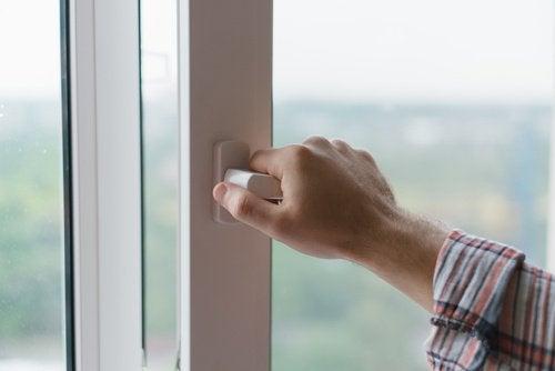 Håll fönstren stängda på morgonen