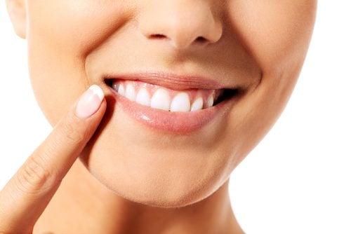 9 naturliga och effektiva sätt att ta hand om tänderna