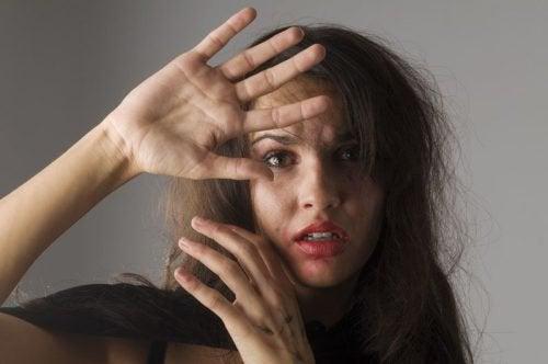 Kvinna misshandlade pojkvan