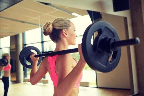 8 saker du inte borde göra på gymmet