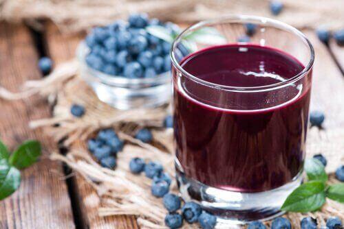 Blåbärsjuice är en av våra naturliga avgiftningsbehandlingar