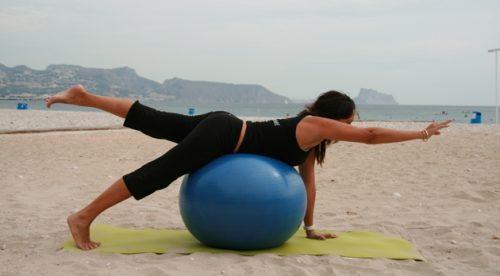 Kontralateral övning med träningsboll