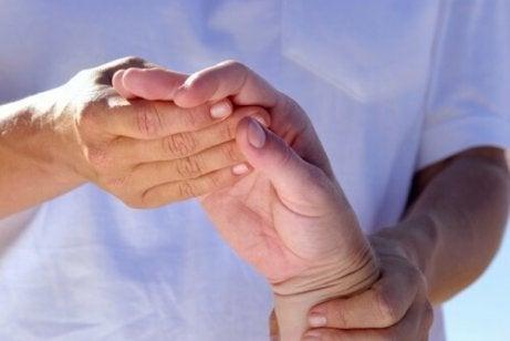 Lindra artrit med ricinolja