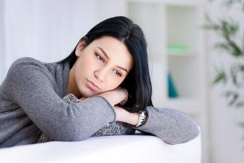 Nedslagen kvinna